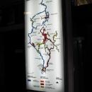 Jde o velký systém propojených jeskyní (to červené jedete vláčkem nebo pěšky)