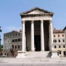 Další antická památka - Augustův chrám