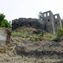 Hrad ve Chvatěrubech byl přestavován na zámek, ale ten nebyl nikdy dokončen.