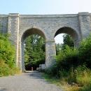 Nádhera císařských železnic vyniká i po staletích. Viadukt u Nového Mlýna.