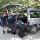 Na druhý pokus jsme v Sapareva Banja našli úžasné parkoviště, kde nám ochotný hlídač umožnil zaparkovat na týden auto asi za 100 korun - a ještě ve stínu!