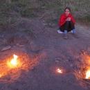 Úžasné, nekonečné zásoby plynu, oheň vesele plápolá a nikde nikdo, jsme tu sami. Pouze štěkající psi z vesnice, ale ti naši pohodu neruší...