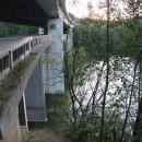 Dva mosty staré a nové dálnice na sobě