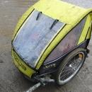 I vozík podle toho dopadl, děti z něho nic nevidí