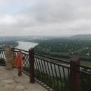 Od svíce je mimojiné fantastický výhled na město Soroca a veliký meandr Dněstru