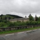 Etapa přes Rumunsko je hornatá a deštivá. Navštěvujeme ženský monastýr Sucevita.