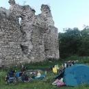 Nocujeme přímo u hradeb zříceniny v Serednje