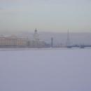 V dálce je Petropavlovská pevnost
