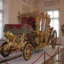 Jezdili si ve zlatém kočáře...