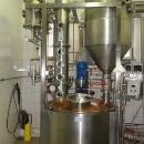 Složitý stroj na výrobu lihu z ovoce