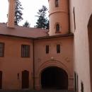 Nádvoří zámku Vrchotovy Janovice
