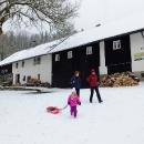 Protože je sníh, bereme na výlet boby.