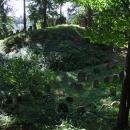 V zámecké zahradě v Chodové Plané je schován i starý židovský hřbitov