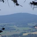 Z hradu Kynžvart je vidět i na nedalekou Dyleň