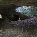 Před starým vchodem do Jasovské jeskyně
