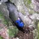 Hned u cesty byla jeskyně