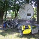 U památníku padlým v obci Lukov obědváme