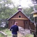 Dřevěná kaplička na hřebeni