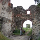 Před vstupem na hrad