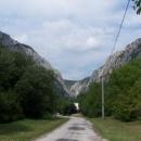 Pohled na Zádielskou dolinu (seshora to musí být parádní, vede tam snad tur. značka)