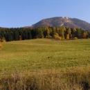 Masiv Tlsté nad Gaderskou dolinou (v lese se skrývá hrad Blatnica)