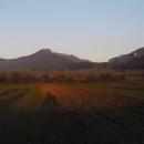 Velká Fatra nad Blatnicí s mojí siluetou v zapadajícím slunci