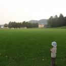 Výhled na hrad Lietava od noclehu na fotbalovém hřišti