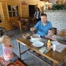 Reštika v Handlové, vjedete do lokálu až na kole a všimněte si té mísy na polévku