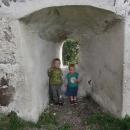 """Děti na hradě - cestou si neustále opakovaly větu """"Máme rádi hrady"""" a Víťa se tím pěkně naučil R"""