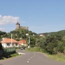 Kouzelný hrad Šomoška, z druhé strany sem vede pohodlná asfaltka