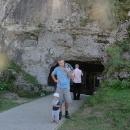 Před Važeckou jeskyní
