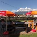 Odpoledne trávíme v této restauraci s výhledem na Tatry, vlak jede až ráno
