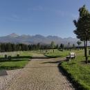 Poloha hřbitova je přímo pod Tatrami