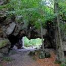 Skalní brána na Milštejně vznikla uměle a byla součástí hradu