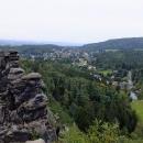Pod skalami leží lázeňské městečko Kurort Jonsdorf