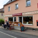 Od Žitavy nás doprovází Horst, lámanou češtinou mluvící velmi aktivní a na kole úctyhodně jezdící cyklokolega v důchodu. Stavíme v jeho oblíbené pekárně.