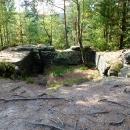 Po Chřibském hrádku zbyla jen vytesaná prohlubeň na vrcholu skaliska