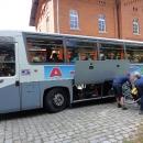 Po změně jízdních řádů se do sousedního Polska dostaneme mnohem lépe, než do sousedního kraje. I když je na trati výluka, kola si v pohodě můžeme strčit do autobusu.