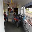 """S jedním přestupem cestujeme až do Walbrzychu takto pohodlně v novém moderním vláčku nazvaném """"Autobus szynowy"""""""