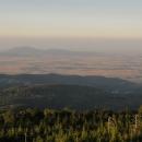 Výhledy do Polska směrem k masivu hory Sleža.