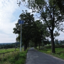 Ukrutné polské lampičky se solárním napájením lemují cestu do Duszniki Zdrój