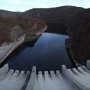Už pod Slapskou přehradou se kdysi peřejnatá voda dusí v hladině další přehrady