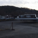 Sezóna hausbotů ještě nezačala a tak parkují na parkovišti