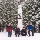 Tohle jsme my u památníku plukovníka Sochora.