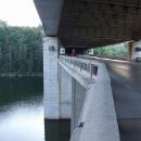 Na dálničním dvojmostu u Vojslavic