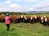Markéta vykládá kravám a ty ji vzorně poslouchají
