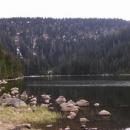 Plešné jezero, byť je květen, jsou tu ještě zbytky sněhu
