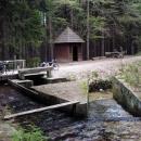 Křížení potoku s kanálem u Rosenauerovy kapličky