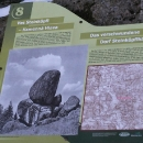 Už za šera jsme přešli k další zaniklé vsi Kamenná Hlava. Až se sem vrátím, musím najít to skalisko.
