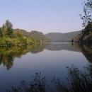 Klidná hladina Vltavy u Davle